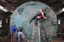 世界上最大的铜鼓是广西造的,直径4.2米/重7吨